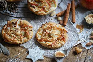 Vegane Marzipan-Apfelküchlein mit Dattelkaramell
