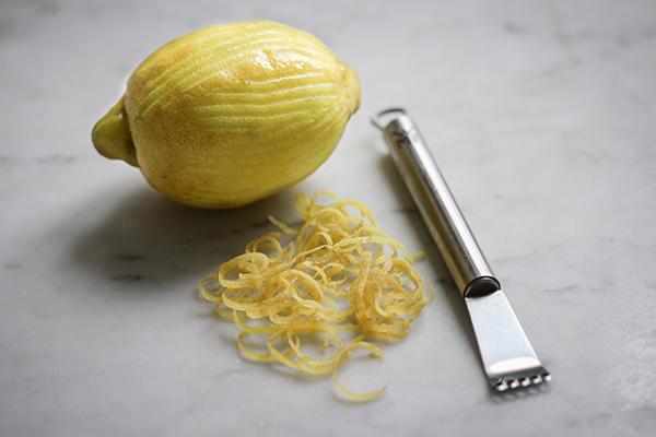 Bitte achtet darauf, dass die Zitrone unbehandelt ist, wenn ihr die Zesten verwendet