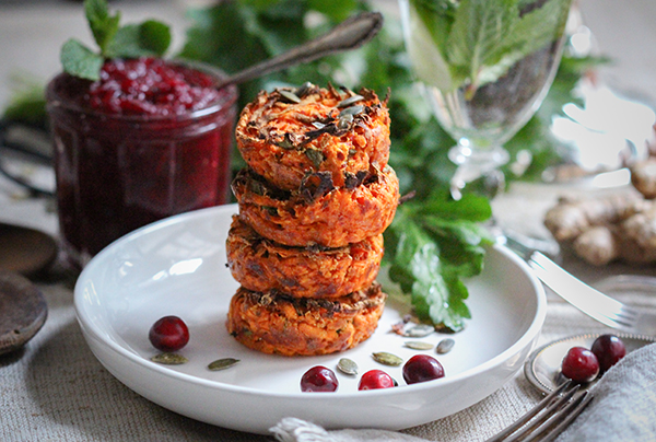 Süßkartoffel-Muffins mit Cranberry-Chutney & Avocado