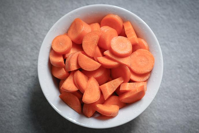 Aufgeschnittene Karotten