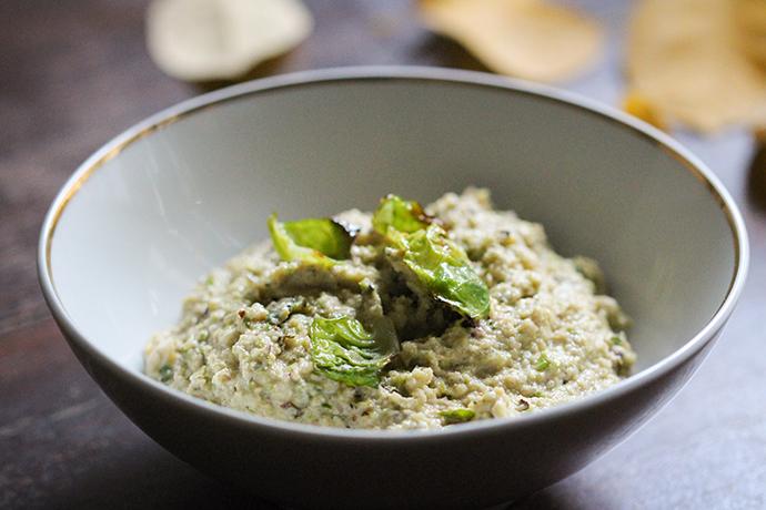 Veganes, aromatisches Rosenkohl-Pesto