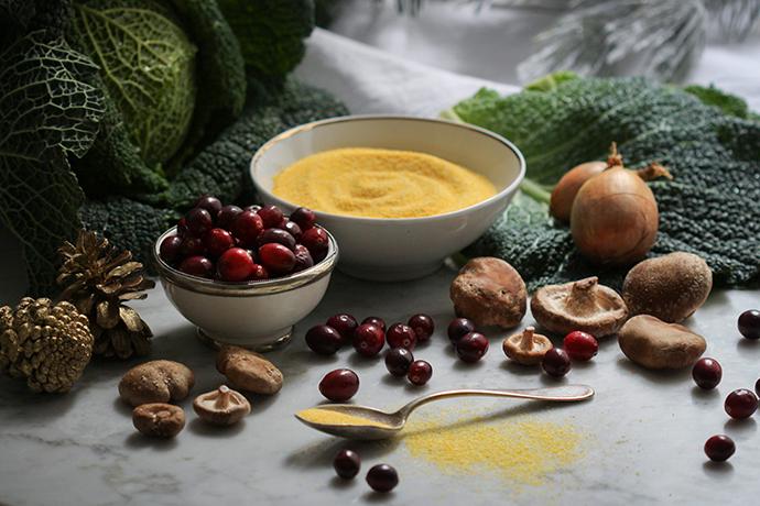 Pilzpolenta im Wirsingmantel mit Cranberry-Chutney