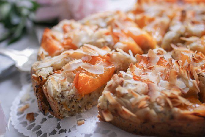Veganer Aprikosenkuchen mit Kokos & Marzipan